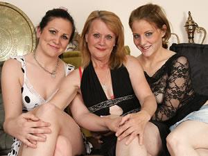 Three mature lesbians toying
